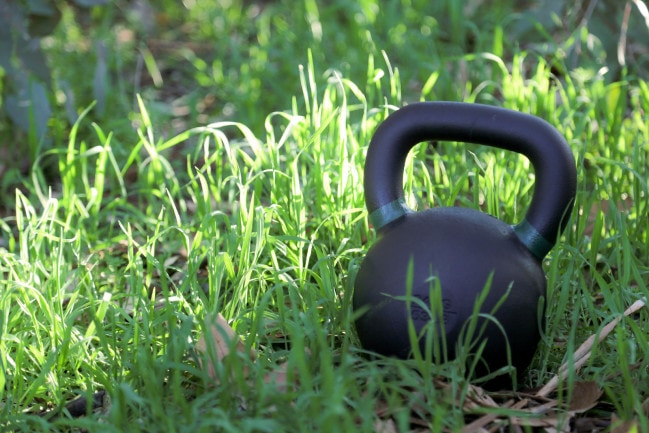 Kettlebell_ingrass